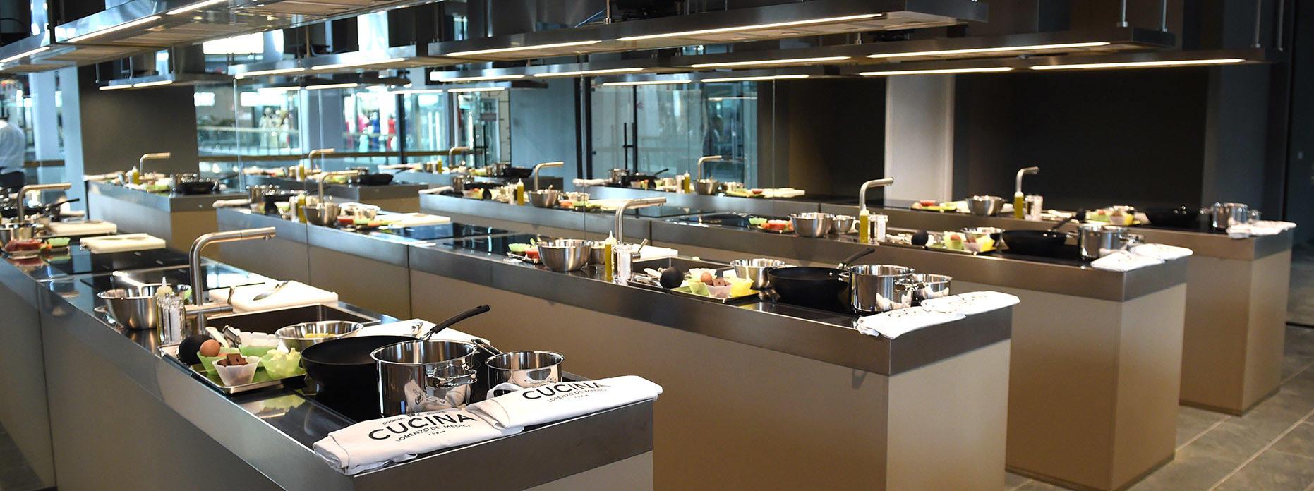 Scuola di cucina Lorenzo de Medici a Torino Kitchen at Lorenzo de Medici Cooking School in Turin